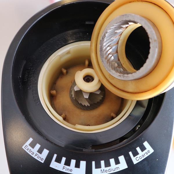 Delonghi(デロンギ)コーヒーグラインダー KG364J 02